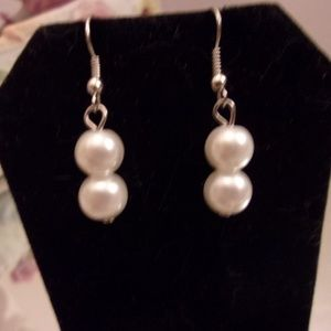 Nwot double pearl Earrings. M30-5